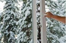 wasser am fenster im winter reizhusten auch im winter die fenster kurz 246 ffnen