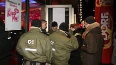 Berlin Aktuelle Nachrichten - berliner polizei durchsucht diskothek quot q dorf quot berlin