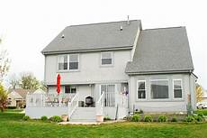 Typisches Amerikanisches Haus - two story house stock photo image of grass suburban