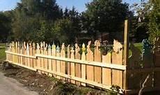zaun für hanglage holz die 20 besten bilder gartenzaun selber bauen gate