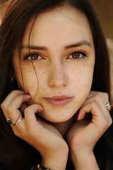 maquillage yeux vert tache de rousseur