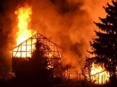Malvorlage Brennendes Haus Vors 228 Tzliche Brandstiftung Mehr F 228 Lle Weniger Aufkl 228 Rung