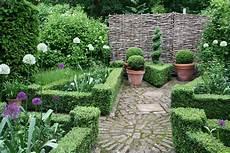 Sichtschutz Für Kleine Gärten - kleine g 228 rten patio atrium zinsser gartengestaltung
