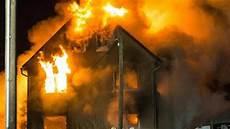 Malvorlage Brennendes Haus Verletzte Bei Brand In Reichenbach