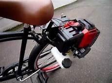 black cruiser mit neuem fahrrad hilfsmotor