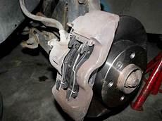 changer plaquette de frein clio 4 changement disques et plaquettes sur twingo 1 photo