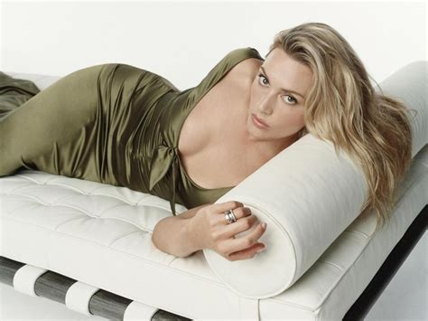 Kate Winslet Titanic Pose