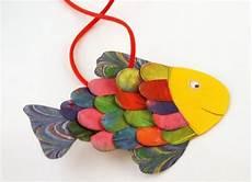 Fische Basteln Mit Kindern Bunten Fisch Basteln Diy Spielsachen Fische Basteln