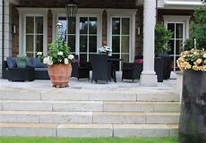 terrasse mit stufen terrassen in unterschiedlichen gr 246 223 en farben und formaten