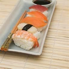 stuoia sushi sushi immagine stock immagine di salmoni stuoia salsa