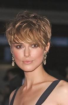 coupe courte cheveux frisés visage rond coupe courte cheveux fins visage rond