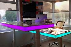 to adjust this standing desk s height just hold out your