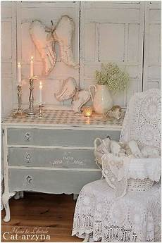 Shabby Chic Look - add shabby chic touches to your bedroom design for