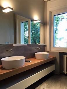piano lavabo bagno bagno con piano in legno e doppio lavabo in corian