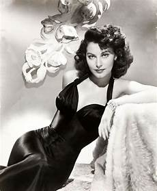 1940 hollywood glamour decorating style ava gardner wish i could get my hair to do that just