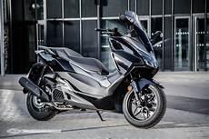 Duel Yamaha Xmax 125 2018 Honda Forza 125 2017