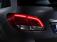 blick auf das neue serienlicht der b klasse mercedes