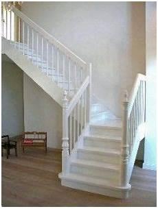 holz wangentreppe mit gedrechselten pfosten treppe