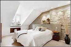 schlafzimmer einrichten mit schräge schlafzimmer ideen wandgestaltung dachschr 228 ge