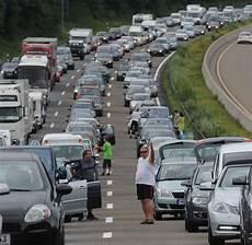 Verkehrsexperte Quot Im Stau Entsteht Eine Wir Gef 252 Hl