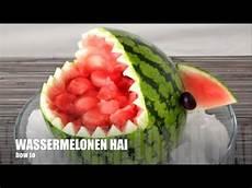 melone kunstvoll schneiden howto wassermelone n hai selbst schnitzen coole deko f 252 r