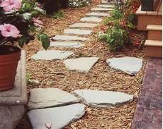 gartenwege gestalten naturstein gartenwege gestalten ideen bodenbelag naturstein garten backyard landscaping outdoor