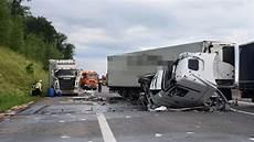 Heilbronn Bad Rappenau Stau A6 Nach Schwerem Lkw Unfall
