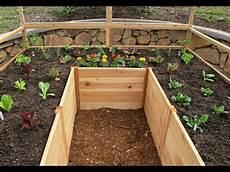 comment construire un jardin potager en bois en forme de u