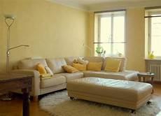 gelbe wandfarbe bilder ideen couch