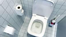 toilette reinigen ablagerungen toilette reinigen so wird das klo sauber ganz ohne chemie wohnen