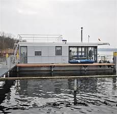 wohnen auf dem wasser hausboot auf dem wasser wohnen steuern sparen welt