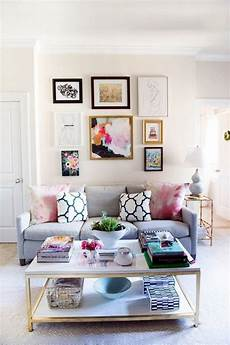 40 simple but fashionable living room wall decoration