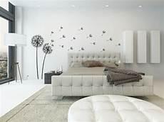Deko Für Schlafzimmer Wände - dekorieren in schwarz und wei 223 ideen mit wandtattoos