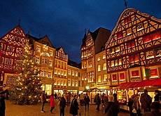 mosel weihnachtsmarkt mit fackelschwimmen und schokolade