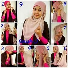 Cara Memakai Jilbab Pashmina April Model Kaos