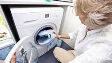 waschmaschine riecht verbrannt ursachen und