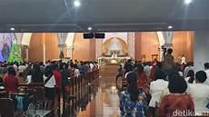 Semangat Jemaat Rayakan Natal Perdana Di Gereja Santa
