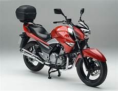 Revista Scooter Suzuki Presenta El Pack De Accesorios