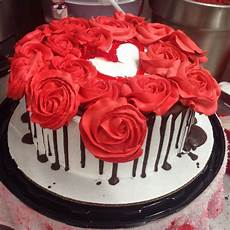 Decorating Ideas For Velvet Cake by Velvet Cake Decorated W Roses Choc Of Course A