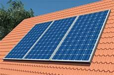 solaranlagen auf dem dach gefahren und photovoltaik vorteile kosten installation focus de