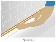 breite silikonfugen ziehen silikonfugen erneuern 187 anleitung f 252 r neue fugen im bad