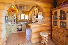 Ein Traditionelles Naturstammhaus Blockhaus Nach