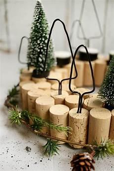 Basteln Weihnachten 2018 - diy adventskranz aus korken das passt gingered things