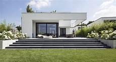 terrasse mit stufen repr 228 sentative terrassen am seeufer