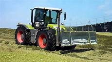 claas xerion pushing and compacting corn silage