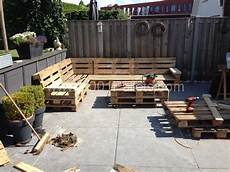 lounge set with repurposed pallets palettengarten