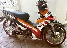 Modifikasi Revo Injeksi by Modifikasi Motor Honda Revo Absolute Velg Ring 17 Otosarjana
