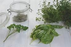 conserver herbes aromatiques astuces diy s 233 cher et conserver les aromatiques du