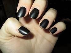 vernis ongles noir mat