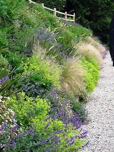 steilen hang bepflanzen grasses and perennials smother a bank le beau